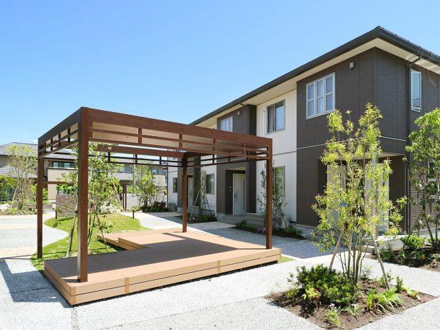 集合住宅の共有スペースをホームヤードルーフで快適に