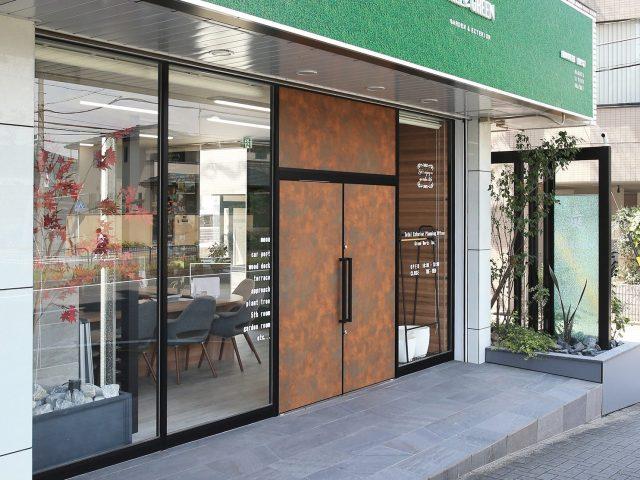 扉から内装まで、豊富なカラーで多彩な表現が可能なエバーアートボード